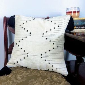 Black & White Chevron Pattern Tassel Throw Pillow